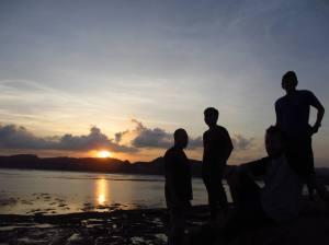 Menikmati sunset di Tanjung Aan