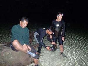 Menjaring di malam hari bersama staf Balai Tama